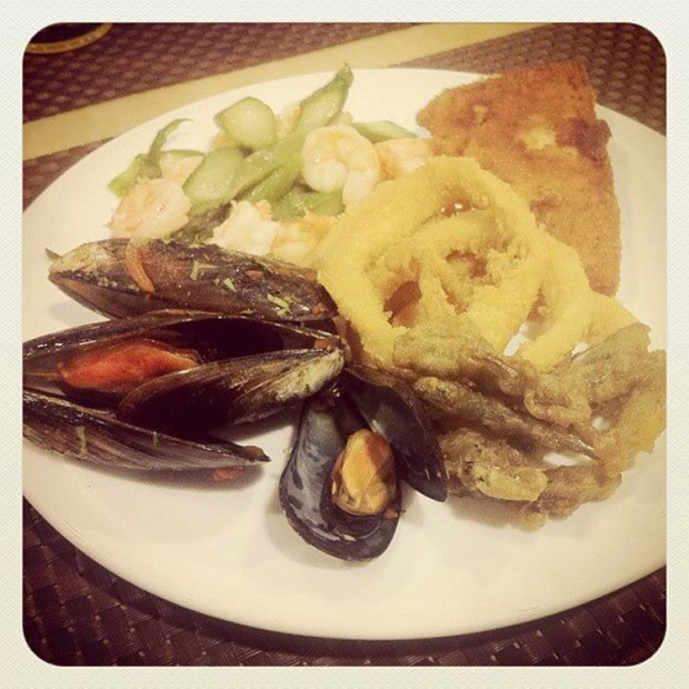 seafood buffet dinner