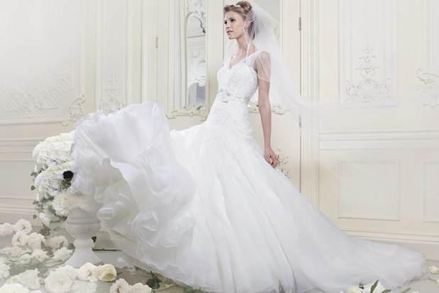 How to Shop for The Right Wedding Dress