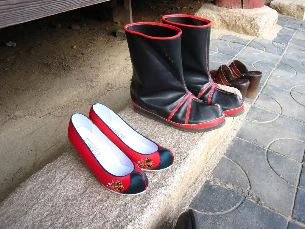 Korean_traditional_shoes-01