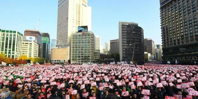 كوريا الجنوبية: مئات الآلاف يتظاهرون في سول مطالبين باستقالة رئيسة الجمهورية