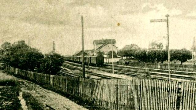 Stanice Olbramovice. Pohled od zem.usedlosti nad tratí do Sedlèan. |Foto: M.Dvoøák, 4koridor.cz |