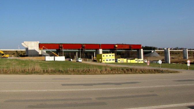 Stavba železniční estakády u Chotovin
