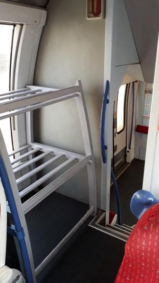 Korsika Bastia - Corte Odkládací místo ve vlaku (Autor: Luboš Sládek, koridory.cz)