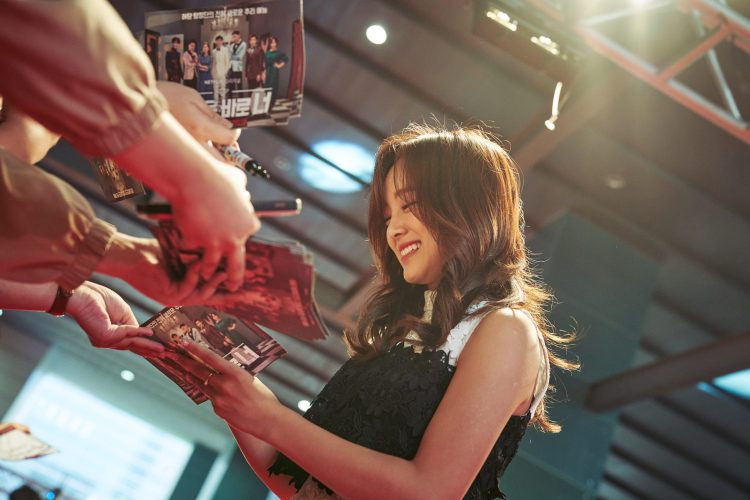 SEOUL, KOREA - APRIL 30: Kim Se-jeong of Gugudan at the red carpet fan event for the first Korean unscripted Netflix series, Busted! I Know Who You Are on April 30 in Seoul, Korea. (Photo by Jinyoung Kim, Hunwoo Jang for Netflix)