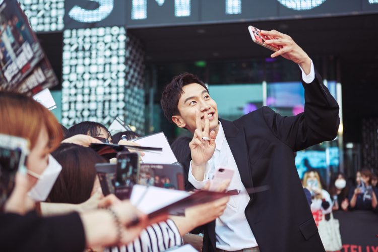 SEOUL, KOREA - APRIL 30: Lee Kwang-soo at the red carpet fan event for the first Korean unscripted Netflix series, Busted! I Know Who You Are on April 30 in Seoul, Korea. (Photo by Jinyoung Kim, Hunwoo Jang for Netflix)