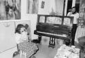 Первая персональная выставка Александра Ройтбурда в галерее у Ануфриевых на ул. Солнечной, Одесса 1985. Маргарита Жаркова и Владимир Сальников