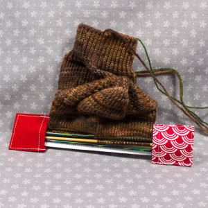 Double pointed Knitting Needle Holder, Red with White Shells or Scales