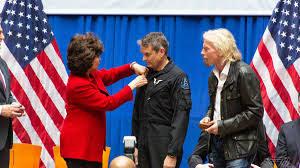 Ceremonie předání Křídel komerčního astronauta