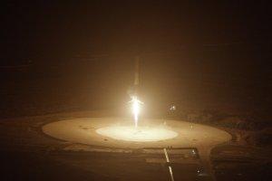 První stupeň rakety Falcon 9 přistává na Floridě. Foto: SpaceX