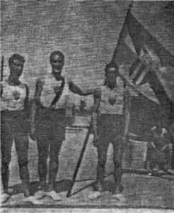 1937: Αναμνηστική φωτογραφία από την Παναθλητική παρέλαση. Διακρίνονται από αριστερά: Δήμος Τσερμπίδης, Χρήστος Κορρές, Κόκος Ραπτάκης