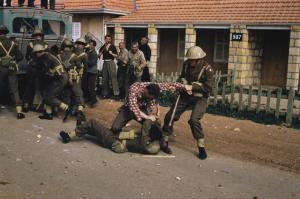 Οι βρετανικές ένοπλες δυνάμεις σε εκπαίδευση για αντιμετώπιση εξεγέρσεων στην Κύπρο, πιθανόν μεταξύ Δεκεμβρίου 1964-Μαρτίου 1964. Πηγή: Imperial War Museum