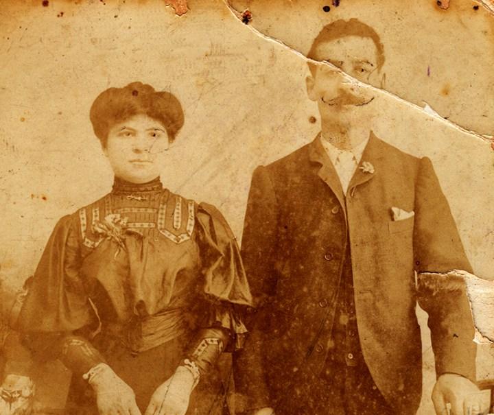 Οι Μπουτζαλήδες Γιώργος και Αθανασία Βαλακίτση, παππούς και γιαγιά εκ μητρός της Αθανασίας Παντελόγλου