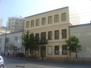 Το Μέγαρο Βλαχούτση στη σημερινή του μορφή στεγάζει τη Δραματική Σχολή του Εθνικού Θεάτρου