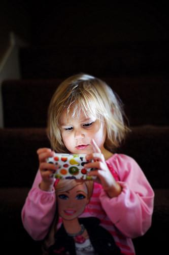 child smartphone photo