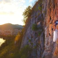 Αυτή είναι η πιο ριψοκίνδυνη φωτογράφιση γάμου που έγινε ποτέ στην Καστοριά!