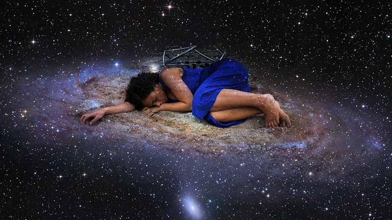 İnsanlığın, akıl almaz büyüklükteki bir evrende, yine akıl almaz büyüklükteki bir galaksi içinde önemli değil, son derece sıradan bir yeri olduğunu farkedeli henüz 100 yıl bile olmadı.