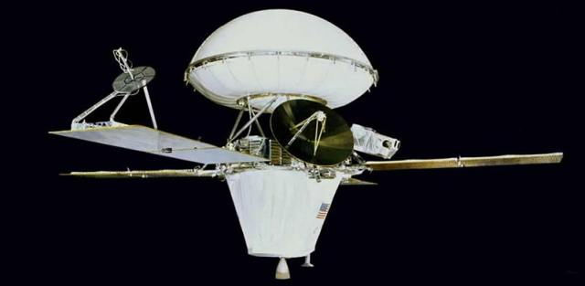 Viking 1 yörünge ve yüzey aracı birbiriyle birleşik halde, Mars yolunda...