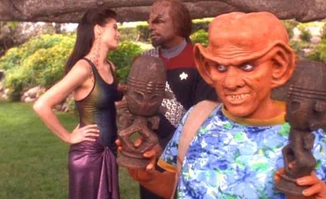 Star Trek DS9, birçok kültürün bir arada, büyük oranda ortak değerlere sahip olarak yaşadığı bir gelecek öngörüsü sunar.