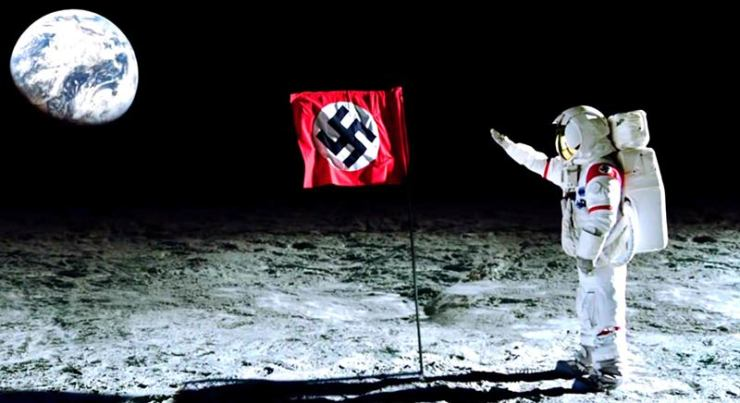 Ay'da hava yoksa, Nazi bayrağı nasıl dalgalanıyor? Şaka bir yana, komplo teorisyenlerinin iddialarına göre Almanlar Ay'a 1940'larda gitmiş ve arka tarafından gizli bir Nazi üssü kurmuş.
