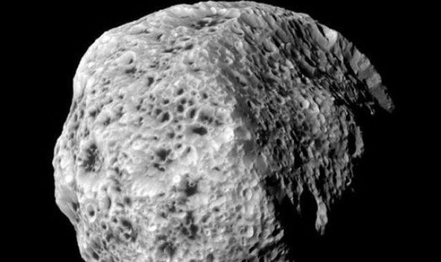 Hyperion Satürn
