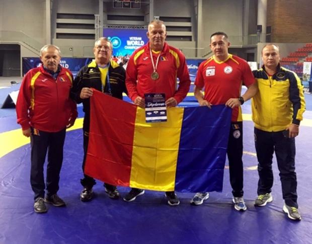 A román csapat tagjaiként Ambrus Lajos (balról a második) és Ballai Sándor (a harmadik) az idei világversenyen is dobogós helyen végeztek