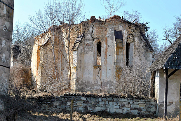 """This picture taken on February 17, 2016 in Jelna, Romania, shows a church ruin, where fresco fragments from a 14th-century copy of Giotto's Navicella mosaic were found. / AFP / Moller Istvan Foundation / TIBOR KOLLAR / RESTRICTED TO EDITORIAL USE - MANDATORY CREDIT """"AFP PHOTO / Moller Istvan Foundation /TIBOR KOLLAR / HANDOUT"""" - NO MARKETING NO ADVERTISING CAMPAIGNS - DISTRIBUTED AS A SERVICE TO CLIENTS"""