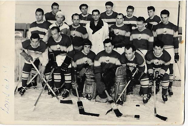 Az 1955-ös román válogatott-Alsó sorban a  második Incze III. József (Tuka), a negyedik szintén vásárhelyi Lakó  József, míg a felső sorban balról az 4. a Marosvásárhelyen élő  Biró Antal