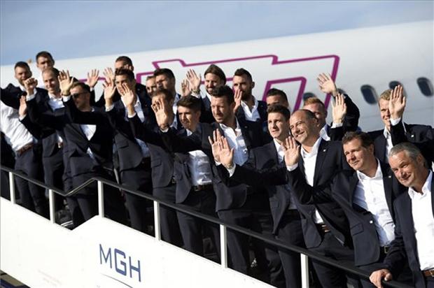 Magyar válogatott-Leszállás a Ferihegyen-atv.hu