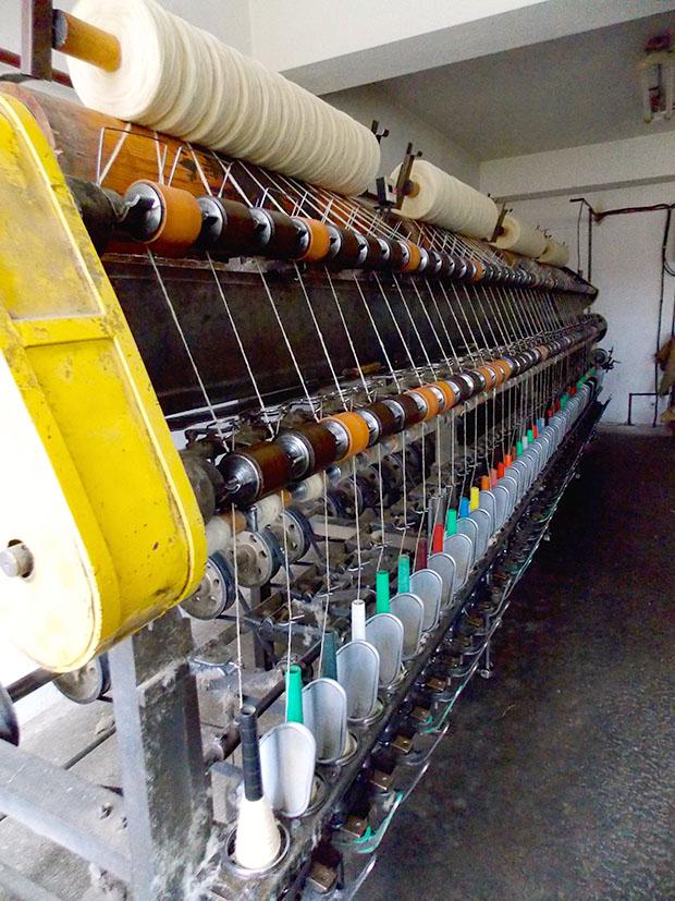 Fonógép, ami a készre sodorja a gyapjú szálat
