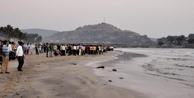 Thirteen students, including three girls, from a Pune college were feared drowned at Murud beach near Alibaug in Raigad district on Monday. Photo by Sudhir Nazare, Alibaug.010216