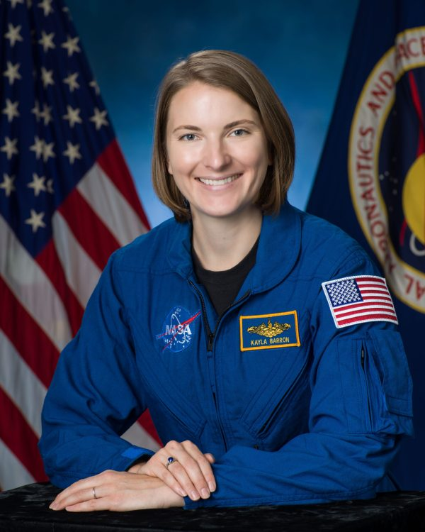 kayla barron astronauta scaled - Dos astronautas más obtienen licencias de radioaficionado