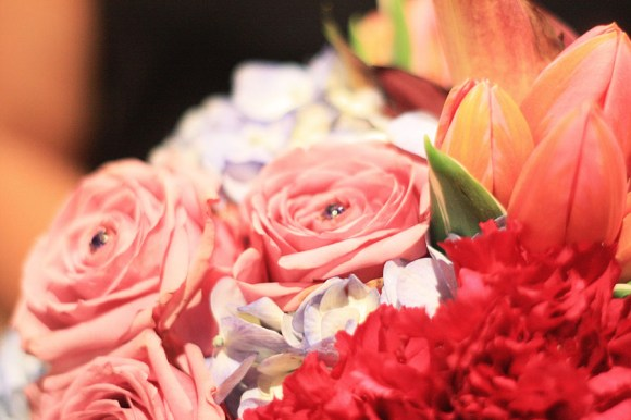 Color-Theory-Pretty-Floral-Arrangements