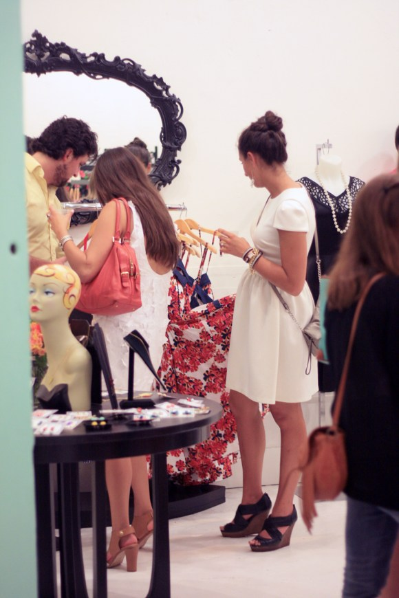 Red-Velvet-Vintage-Boutique-Grand-Opening-KPFUSION-4