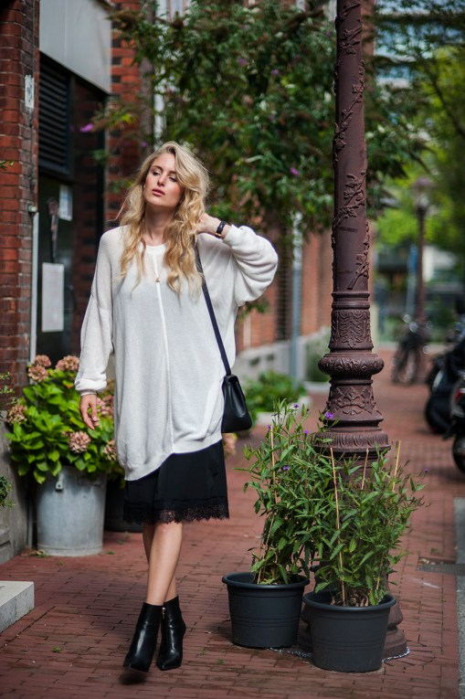 Rebecca-Laurey-Street-Style-Oversized-Sweater