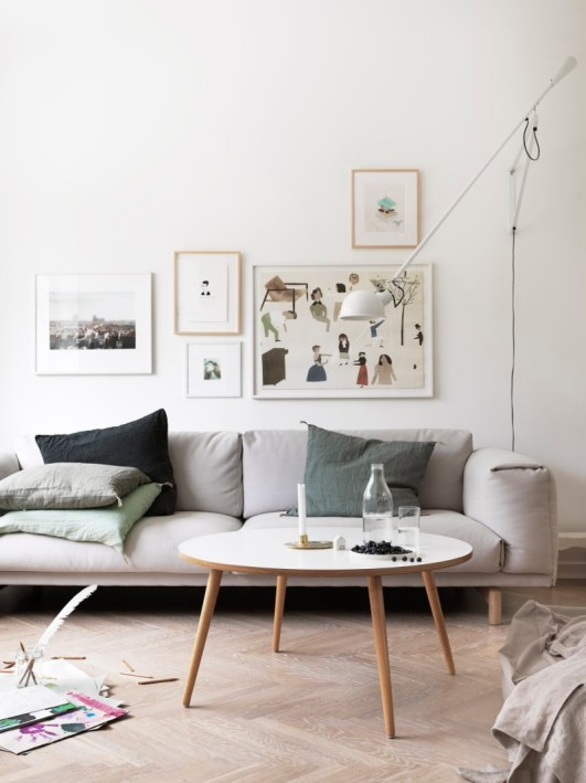 Scandinavian-living-room.-Muuto-sofa-Flos-lamp.-Photo-Petra-Bindel