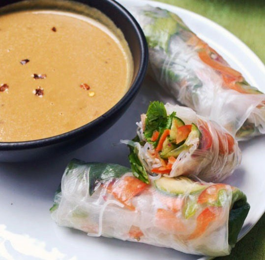 vietnamese-spring-roll-with-spicy-peanut-sauce