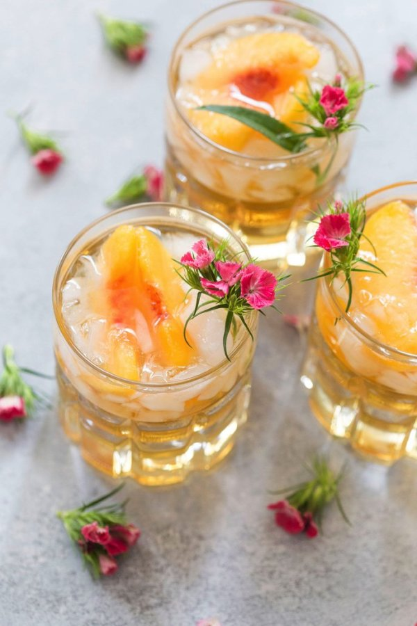 COCKTAIL TIME: SWEET GEORGIA PEACH SMASH