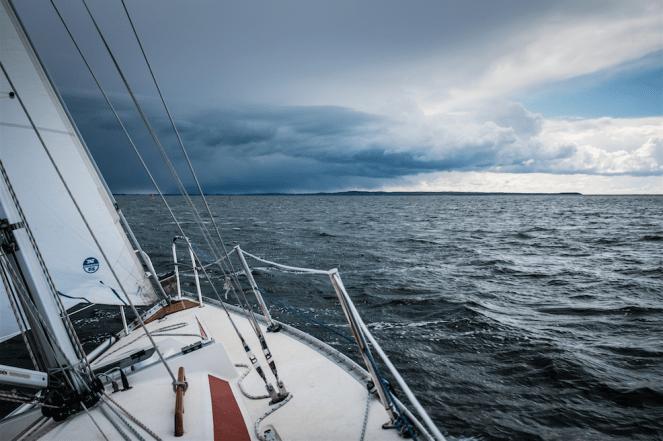 KRACHT_Hosen_Wolken_voraus