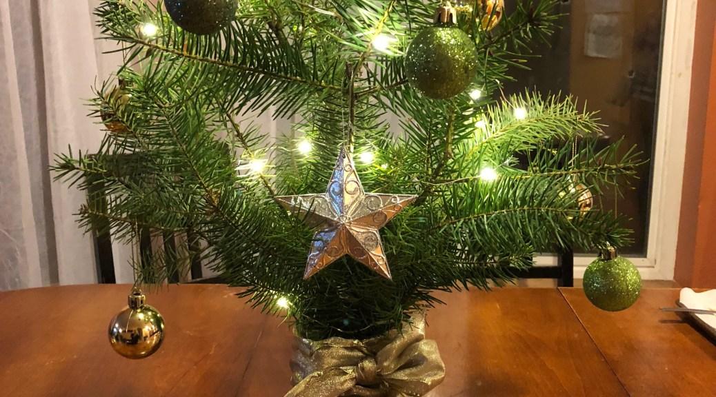 make your own mini christmas tree centerpiece - Homemade Christmas Tree