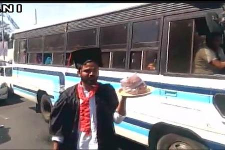 Students sell pakodas in convocation robes...