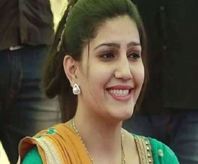 BJP MP  Passes Sexist Comment on Sapna Chowdhury, Calls Her 'Thumkewali'