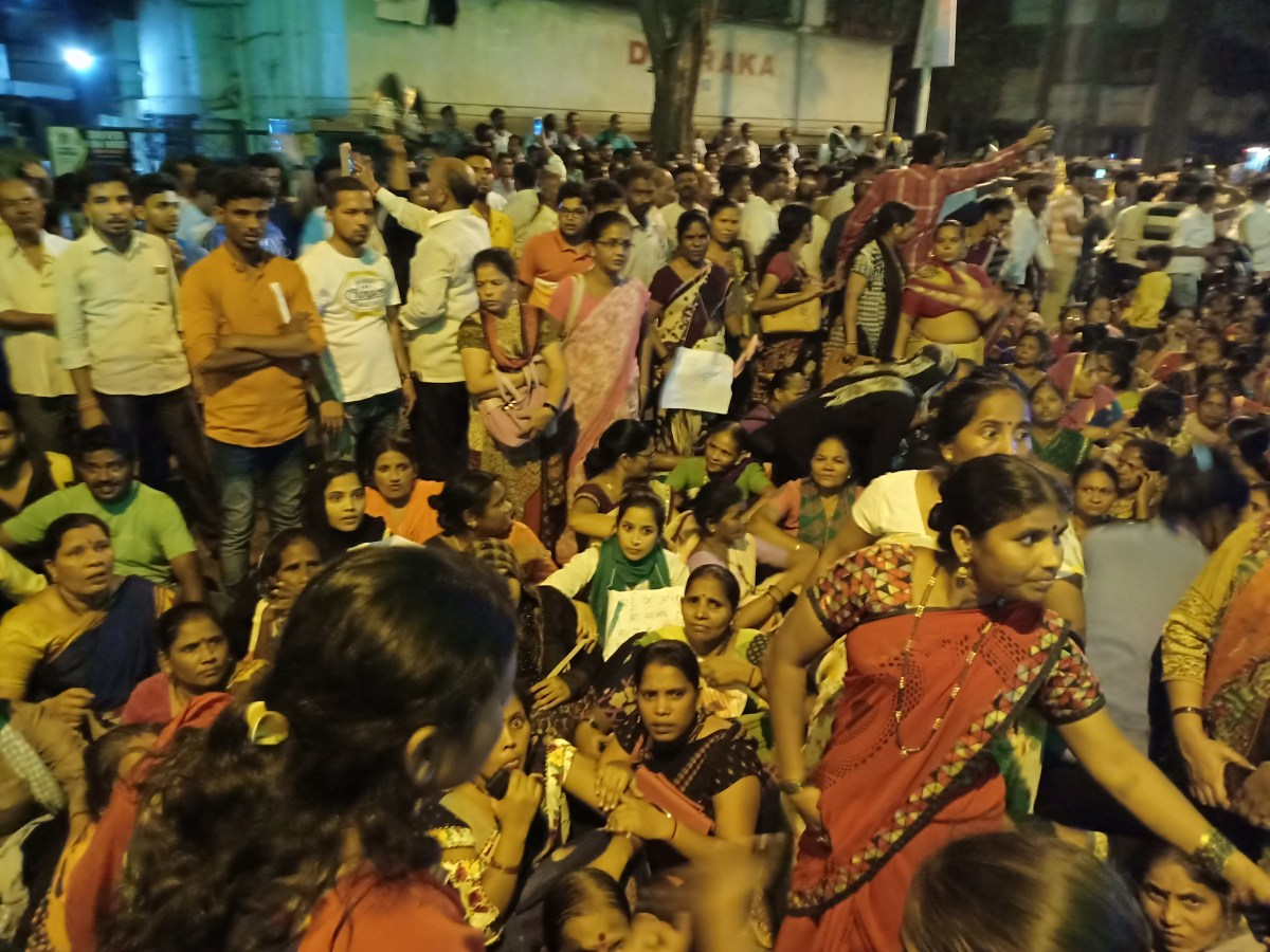 Mahul Residents form 3km long Human Chain #MumbaisToxicHell