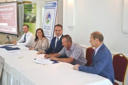 Podpisanie umów - podejmowanie i rozwijanie działalności gospodarczej