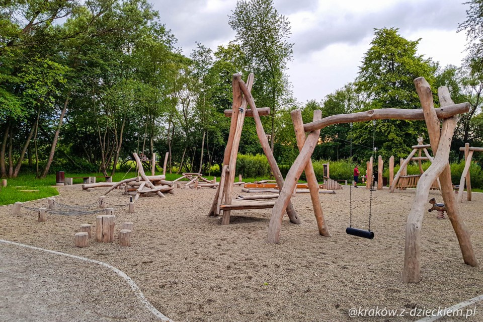 huśtawka naturalny plac zabaw w Dobczycach