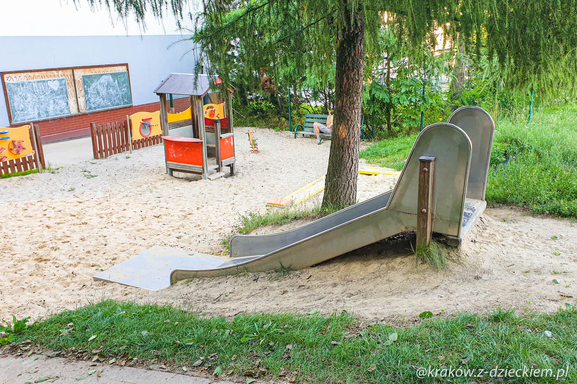plac zabaw w Michałowicach