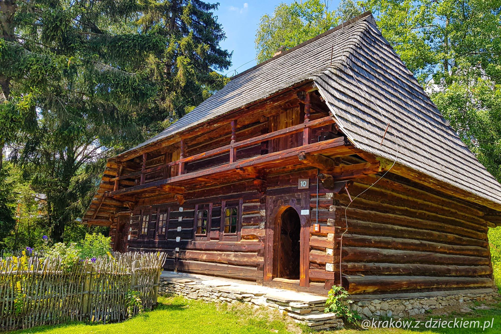 chaty w orawskim parku etnograficznym