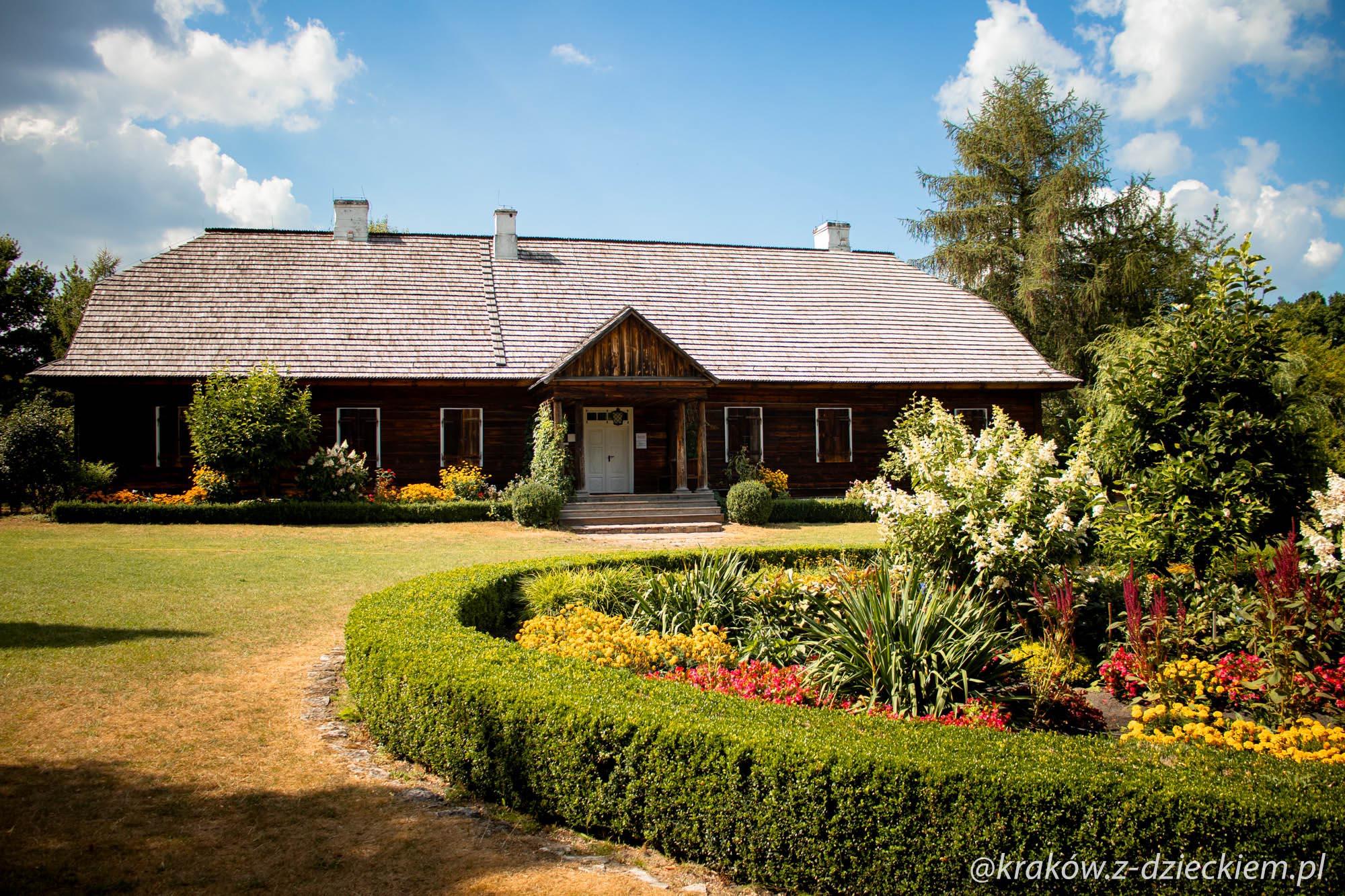 Muzeum Wsi Kieleckiej w Tokarni, dwór