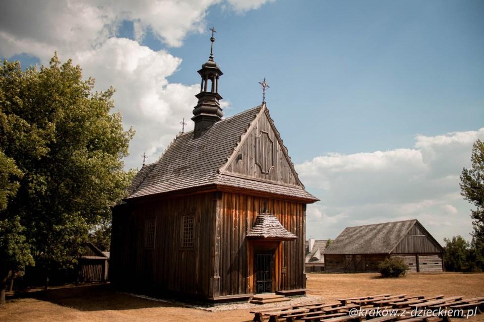 Muzeum Wsi Kieleckiej w Tokarni, kościół