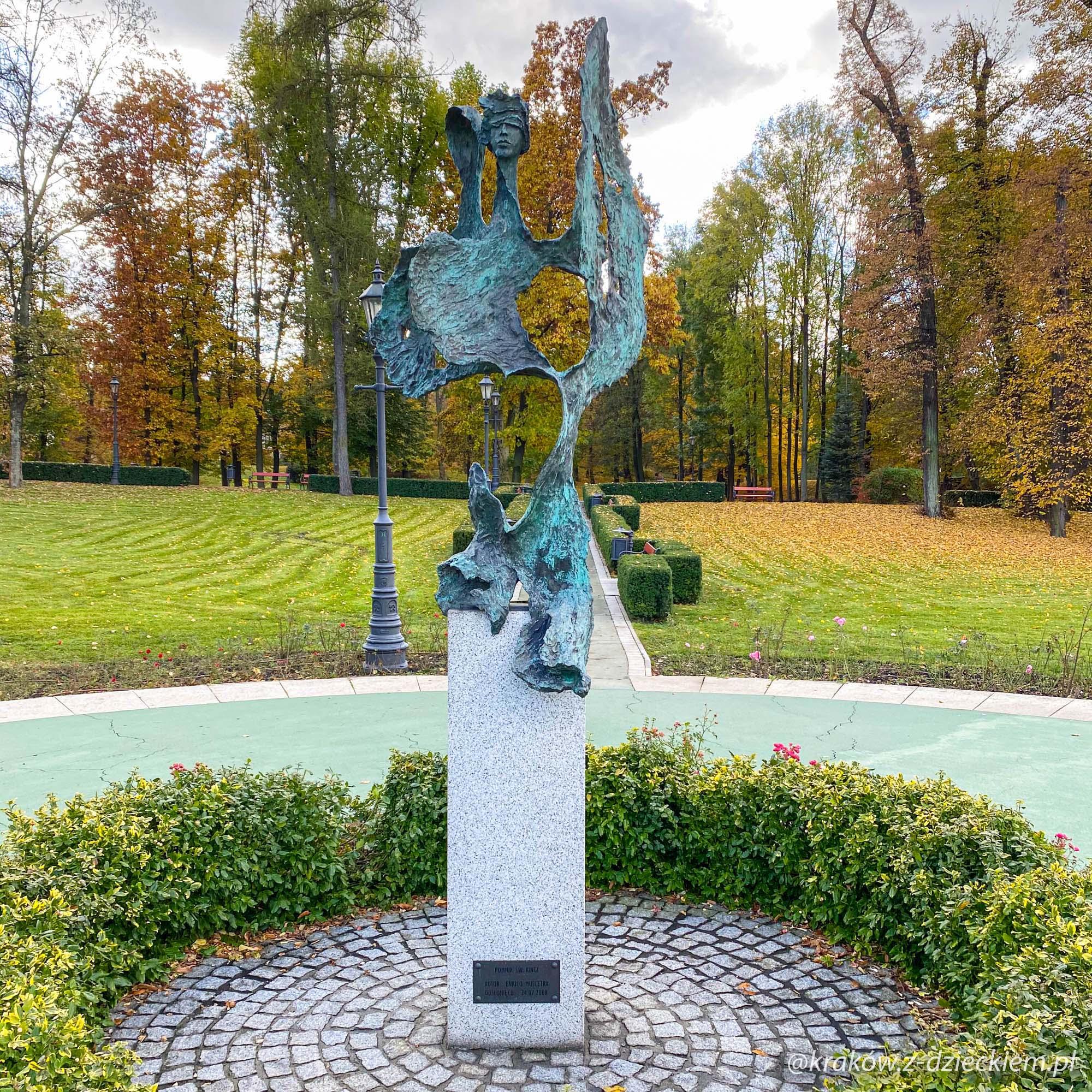 pomnik Św. Kingi
