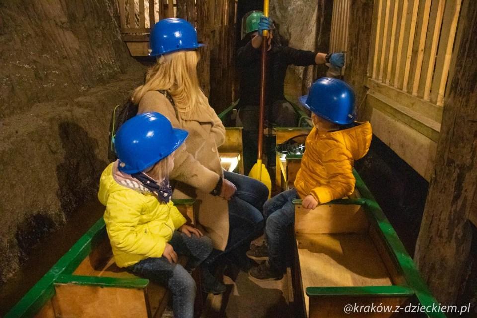 łódki w kopalni soli w bochni